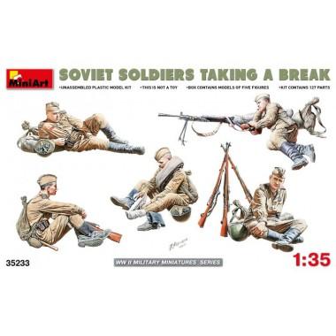 35233 MiniArt Советские солдаты на отдыхе, 1/35