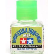 87182 Tamiya Клей (Extra Thin Cement quick-setting) - жидкий быстросхватывающийся клей 40 мл. с закручивающейся крышкой c тонкой, жесткой кисточкой.